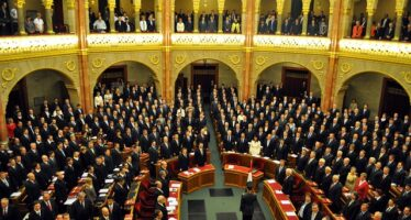 Coronavirus e colpo di Stato. In Ungheria Orbán si prende i pieni poteri