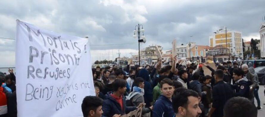 Grecia. Brucia il campo profughi di Moria, migliaia gli sfollati