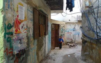 Libano.Coprifuoco per i profughi nei campi, palestinesi sempre più poveri