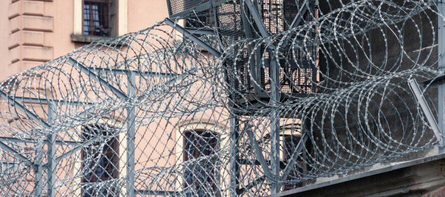 """Carceri: censura e tanatopolitica per l'""""umanità a perdere""""?"""