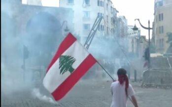 Libano tra commemorazione, crisi e proteste: a Beirut scontri con la polizia