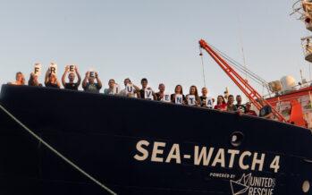 Migranti. La nave ea-Watch 4 arriva a Trapani con 456 salvati