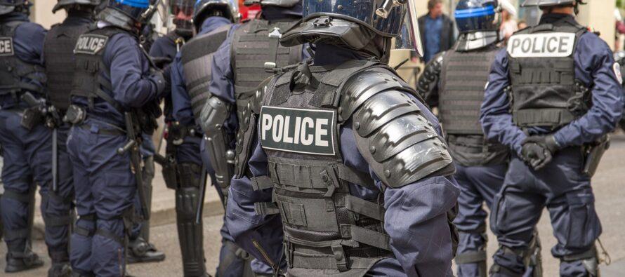Francia. Macron impone la «sicurezza globale», una legge orwelliana