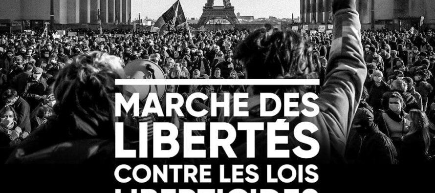 La Francia «en marche», ma contro Macron e la polizia violenta