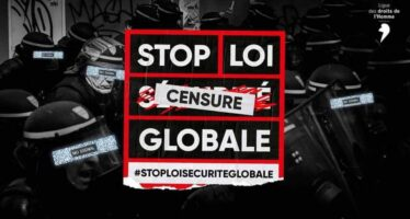 Polizia violenta, a Parigi botte ai migranti