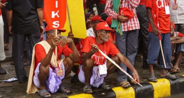 India ferma, i sindacati mobilitati in solidarietà con la protesta dei contadini