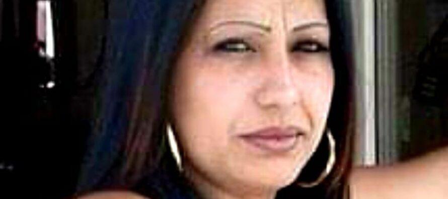 Campo rom di Napoli: la polizia non la lascia andare in ospedale, muore una donna