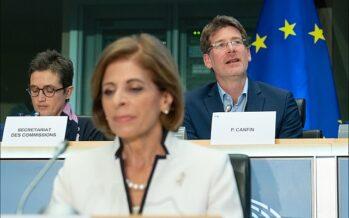 Covid. Il Parlamento europeo chiede trasparenza sui contratti per i vaccini