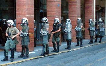Grecia. Dopo i pestaggi polizieschi, sotto attacco due giornali della sinistra