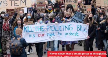 «Kill the Bill», monta in tutto il Regno Unito la protesta dei giovani contro la polizia