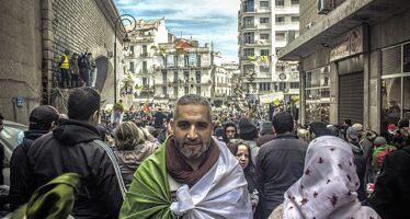 Algeria, con la nuova legge anti-Hirak ora è vietato protestare: 700 gli arresti