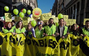 Greenpeace: «Eni fa solo greenwashing e punta ancora su gas fossile e petrolio»