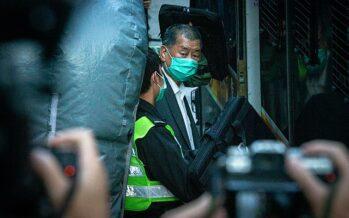Il quotidiano Apple Daily chiude dopo gli arresti, Hong Kong rimane senza voce