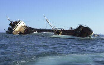 Ecocidio. Dopo il naufragio del cargo in Sri Lanka arriva la marea nera