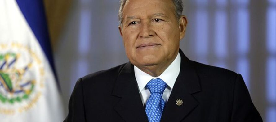 El Salvador, l'ex presidente-guerrigliero Ceren colpito da mandato di cattura