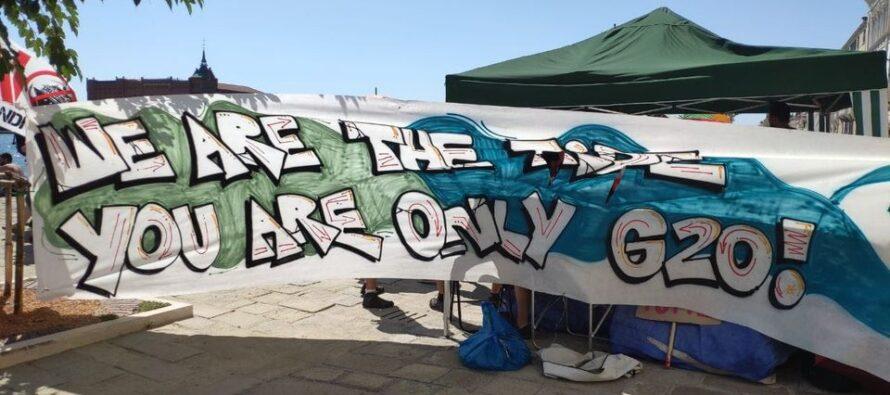 Venezia, la polizia carica la marea che protesta contro il G20