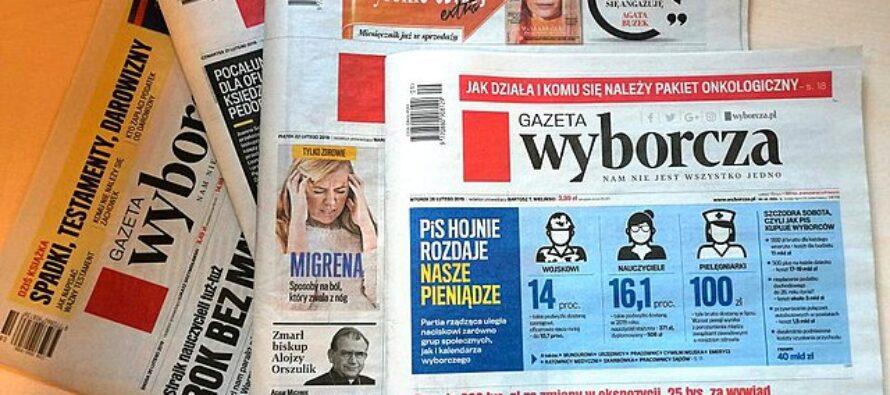 """La Polonia in piazza contro la """"Lex Tvn"""" che imbavaglia la libertà di informazione"""
