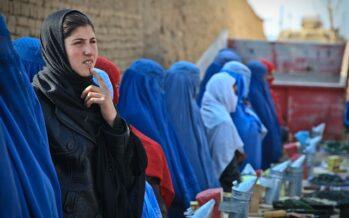 Talebani occupano anche Herat e Kandahar, il governo ora cerca la mediazione