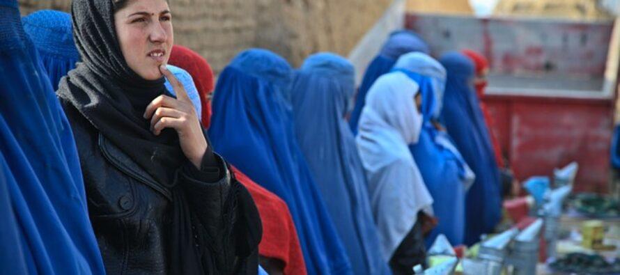 I talebani reprimono la protesta delle donne a Kabul