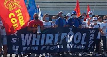 Per gli operai Whirlpool un Ferragosto di protesta