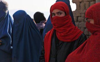 Afghanistan. Le donne protestano, mentre la guerra continua nel Panjshir
