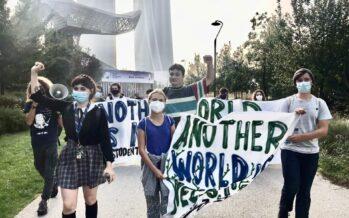 Giustizia climatica, Greta a Milano ridicolizza i potenti: basta con i vostri bla bla bla