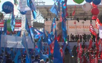 Roma, un presidio della democrazia che chiama i lavoratori al conflitto